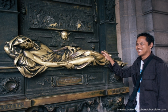 Rubbing the statue of Everard t'Serclaes: ensuring a return to Brussels...
